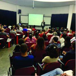 """Faculdade IESCAMP recebe a palestra """"Planejamento Financeiro ligado à qualidade de vida"""""""